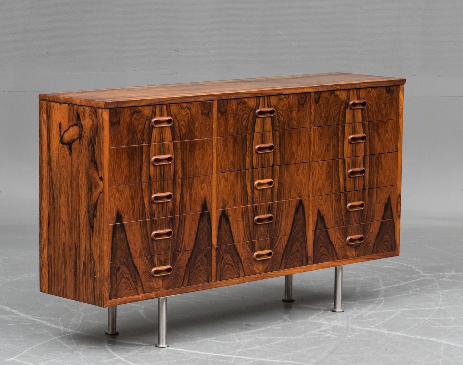 commode scandinave en palissandre 1960 galerie jungmann. Black Bedroom Furniture Sets. Home Design Ideas
